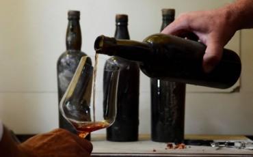 Oudste NZ-wijn nog drinkbaar